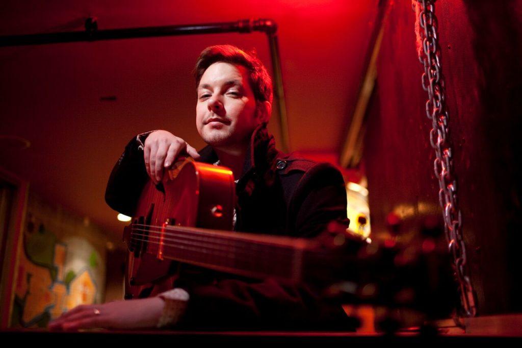Lage Lund spiller med sin New York Trio fredag 10. november. Lund og Gard Nilssen kan høres i Jazzprat i samtale med Bugge Wesseltoft tidligere på kvelden. (pressefoto)